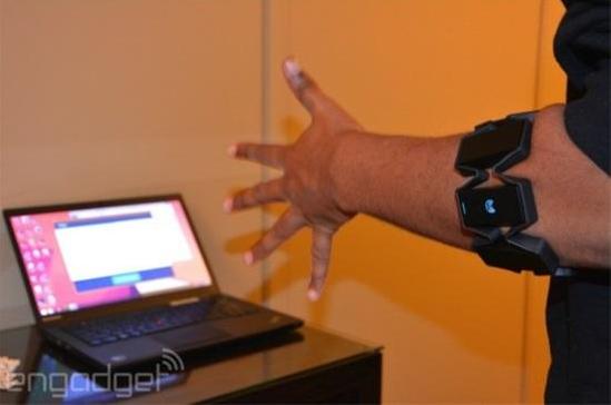 能玩虚拟体感游戏的Myo智能臂带-广州磐众智能科技有限公司