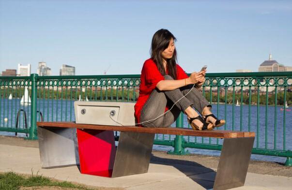 太阳能充电座椅:户外运动更放心-广州磐众智能科技有限公司